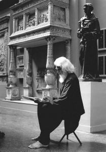 M F Husain sketching in the V&A's Cast Courts. Click on image to expand view